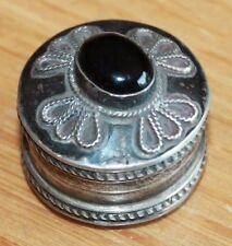 Ancienne et belle petite boite en argent poinçonnée