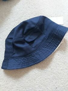 Baby boy sun hat 6 months. Bucket style navy and cream 44cm with elastic. New.
