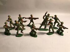 Figurines vintage, 12 militaires  STARLUX vers 1960 socle vert