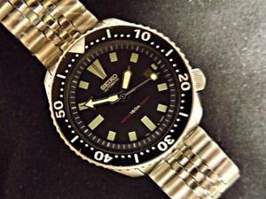 SEIKO CLASSIC BLACK SCUBA DIVER 7002-7000  Automatic Date, JUBILEE Bracelet