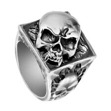 Anillo con Calavera Vampiro Dientes Rebeligion Plata Black Rock Ring