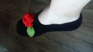 Ladies hand knitted booties /slippers, size 9.