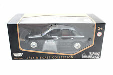 MotorMax 1998 FORD CROWN VICTORIA BLACK 1/24 DIECAST CAR