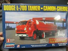 LIndberg 73072 Dodge L-700 Tanker.  Skelly.  Gasoline.  Diesel.  1/25th scale.