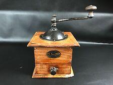 ancien moulin à café collection cuisine marque PEUGEOT  VALENTIGNEY