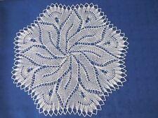 Handgestricktes  rundes Deckchen  35 cm beige Mitteldecke kleines Deckchen
