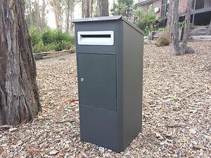 PARCEL DELIVERY LETTERBOX MAIL DROP BOX MAILBOX POST MONUMENT GREY PARCELBOX