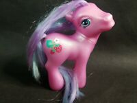 "MY LITTLE PONY MLP G3 PINK ""SWEETBERRY"" RAINBOW PONIES FIGURE - 2003"
