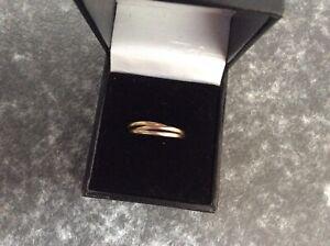 Fantastic 9ct Tripple Gold Band Russian Wedding Ring And Box G104