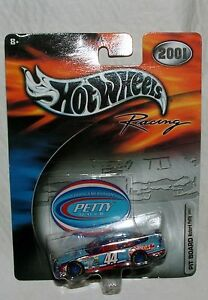 NOS 2001 NASCAR Hot Wheels Racing Richard Petty Buckshot 44 Pit Board Car