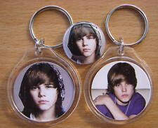 A young JUSTIN BEIBER AWESOME new color keychain and badge