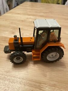 BRITAINS 9518 RENAULT 145-14 TURBO TRACTOR USED IN BOX DATED 1986, LOVELY MODEL