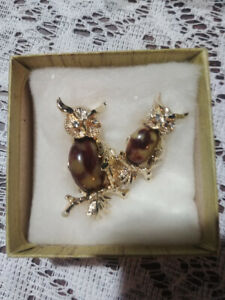 VINTAGE SET OF 2 OWL BROOCH'S SIGNED GERRY'S BROWN MARBLE STONES EX COND