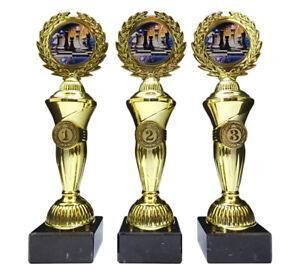 3 Schach-Pokale mit bunten Emblemen und Ihrer Wunschgravur (Hoch3)
