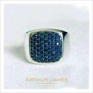 Elegant Artisan 1 Ct Round Blue Sapphire Cluster Men Pave Signet Pinky Band Ring