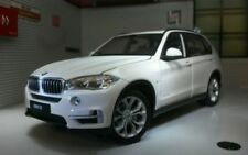 Voitures, camions et fourgons miniatures blancs X5 BMW