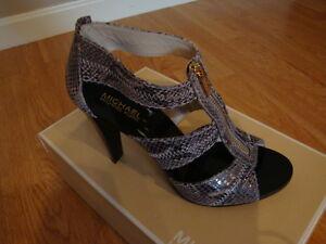 NIB Women MICHAEL KORS Berkley T Strap Sandal Emossed Leather DARK SAND 9.5