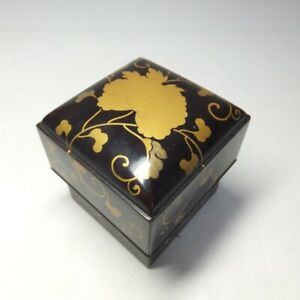 D0774: Japanese accessory case of really old lacquer ware w/MAKIE for princess