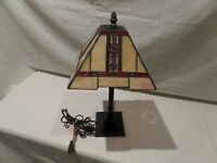 TIFFANY STYLE TABLE LAMP  STAINED GLASS Handcrafted Shade