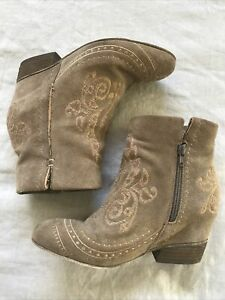 Rare Matisse Suede Embroidered Hidden Wedge Boots Zip Up Size 8.5 Boho