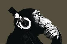 Monkey Poster Thinker with Headphones - Affe mit Musik Kopfhörern, 91,5 x 61 cm