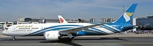 JC WINGS 1:200 Boeing 787-9 Oman Air A4O-SC (with stand) Ref: LH2118