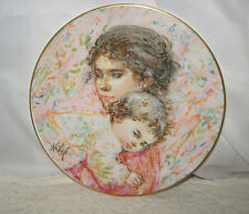 1976 Royal Doulton Marilyn & Child Collectors Plate Art By Edna Hibel
