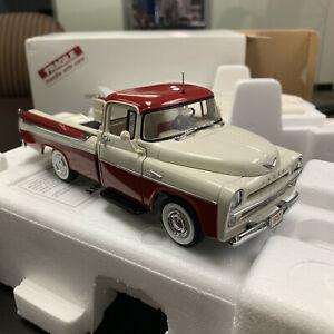 1957 Dodge Sweptside D100 Pickup 1:24 Scale Diecast Replica Danbury Mint