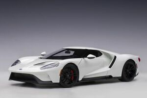 Ford GT (2017) Composite Model Car 72941 (1:18 scale)
