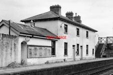PHOTO  1979 CASTLEBELLINGHAM RAILWAY STATION THE RAILWAY LINE FROM DROGHEDA TO D