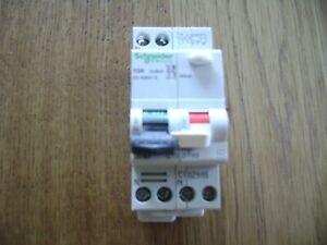 1 disjoncteur  differentiel schneider DT40 10 A + VIGI 30mA.NEUF