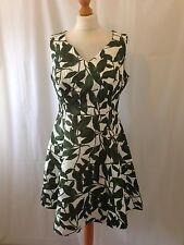 PB2. impresión de hoja verde blanco Pepperberry jacquard dress Size UK 16 Super Curvas