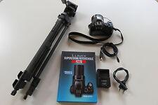 Panasonic LUMIX DMC-FZ72 16.1MP Digitalkamera mit Zubehörpaket Buch + Stativ
