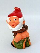 Figurine Ferrero Kinder dwarf - Nain de Jardin qui baisse son pantalon
