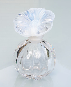 Art Deco Style Clear Flower Stopper Ribbed shaped Perfume Bottle