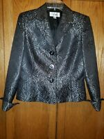Le suit lined size 6 Black and Silver 2 pc. Lightly worn, excellent condition.
