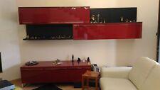 Parete attrezzata soggiorno rosso e wengé design moderno.