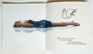 Taylor Swift REAL hand SIGNED 1989 Holographic Official Tour Book JSA LOA RARE