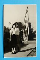 Israel Judaika AK Patriotik Frau Mann Fahne Flagge 1950-1960s Foto Postcard