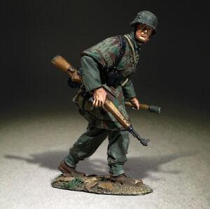 BRITAINS WORLD WAR 2 GERMAN 25111 WAFFEN GRENADIER ADVANCING WITH GRENADE