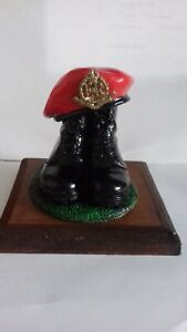 BOOTS AND BERET/ROYAL MILITARY POLICE/RMP/REGIMENT/ ARMY/MILITARIA