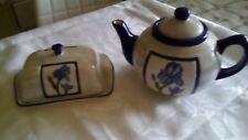 théière et beurrier en porcelaine