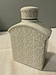 BomBay Decorative Porcelain Figurine Traditional Home Decor with Bottle Lid