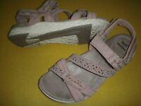 Earth Origins Westfield Wendy Suede Adj. Sport Sandals Women's 8.5 M Blush Pink