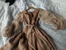 Romantic rose-gold dress in silk, chiffon and gold lace