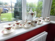 ROYAL ALBERT OLD COUNTRY ROSES - 15 PIECE TEA SET in Mint Condition - 1962 -