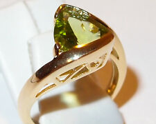 AA Peridot 2.50ct twist solitaire in yellow gold overlay Sterling Silver, Size M