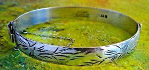 Lovely vintage solid sterling silver hinged bangle bracelet & safety chain. 1972