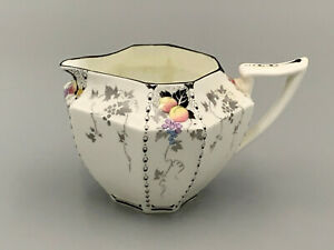 Shelley Vintage Lovely Art Deco Peaches and Grapes 1/2 pint Milk Jug.
