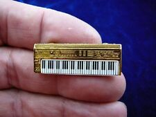 (M-324-A) ROLAND D50 SYNTHESIZER keyboard TAC PIN GOLD love music JEWELRY brooch